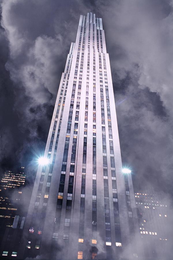 Rockefeller Center Photograph - Rockefeller Center In Fog by John W DeFeo