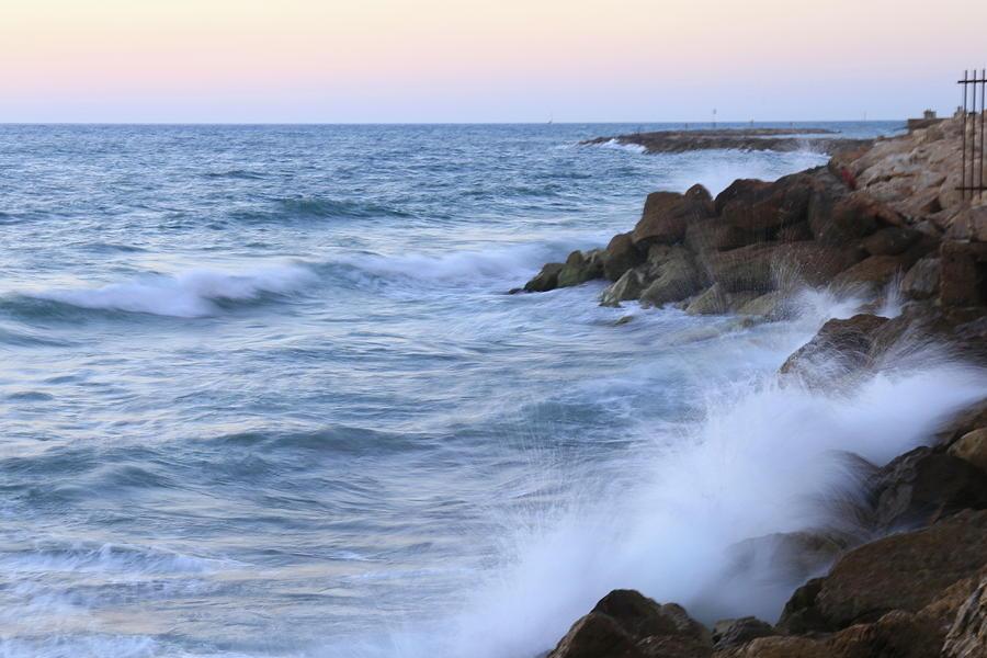 rocks and waves. by Shlomo Zangilevitch