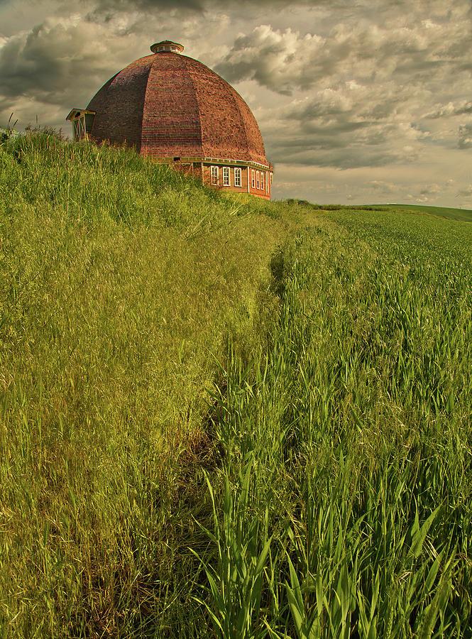 Round Barn by Bob Cournoyer