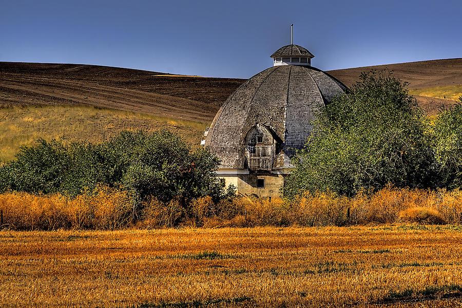 Landscape Photograph - Round Barn by David Patterson