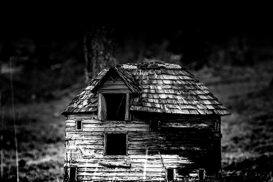 Barn Photograph - Round Barn by Holger Richter