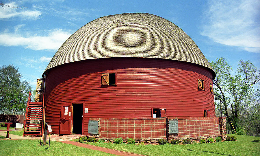 66 Photograph - Route 66 - Round Barn by Frank Romeo