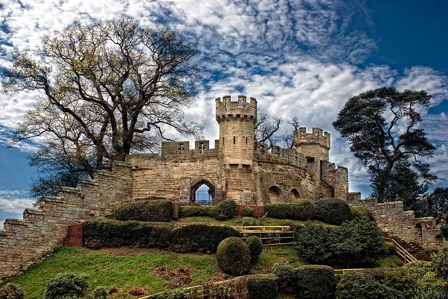 Lkg Photography Photograph - Ruins Of Warwick by Laura George