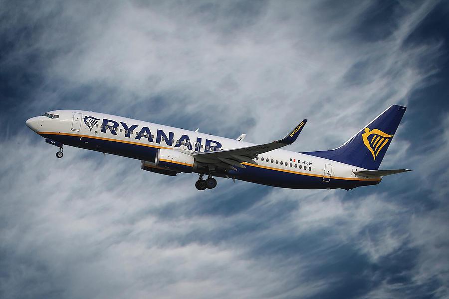 Ryanair Photograph - Ryanair Boeing 737 by Smart Aviation