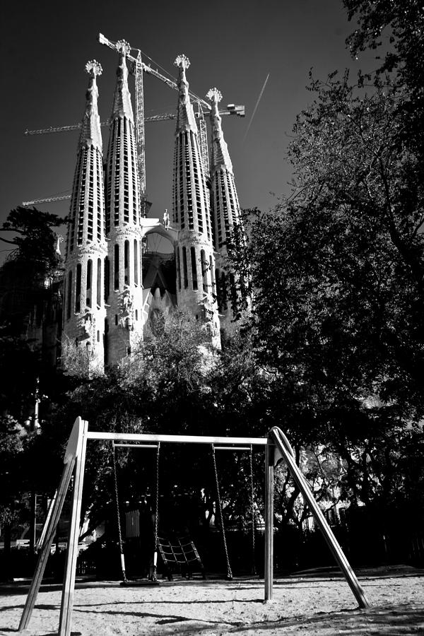 Black And White Photograph - Sagrada Swing by Jonathan Hansen
