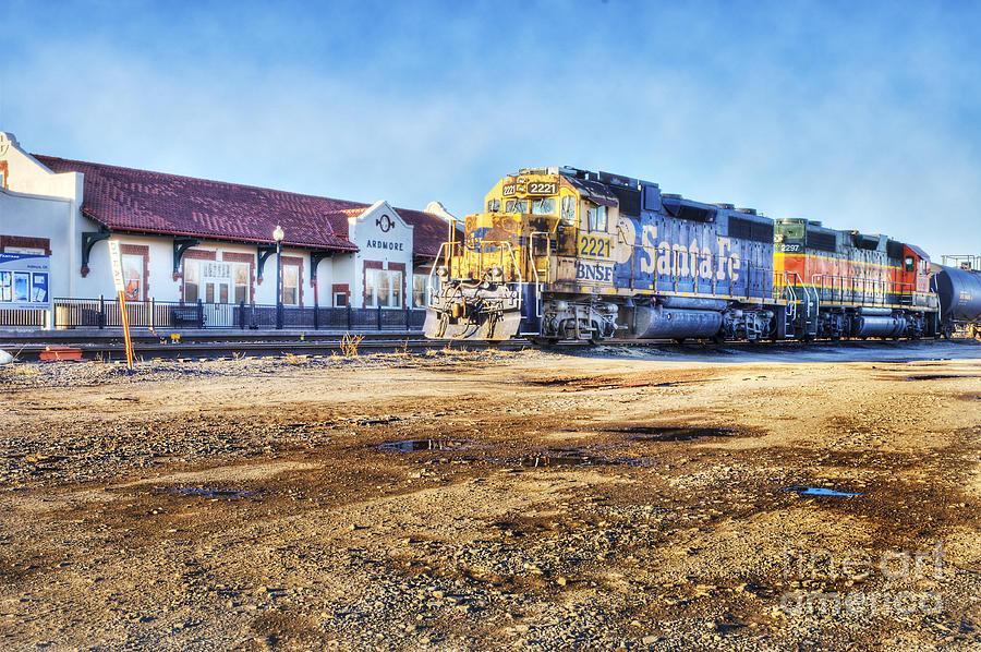 Santa Fe Photograph - Santa Fe Train In Ardmore by Tamyra Ayles