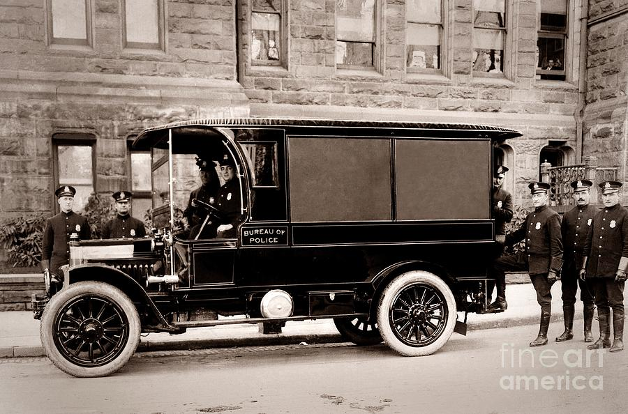 scranton-pennsylvania-bureau-of-police-paddy-wagon-early-1900s-arthur-miller.jpg