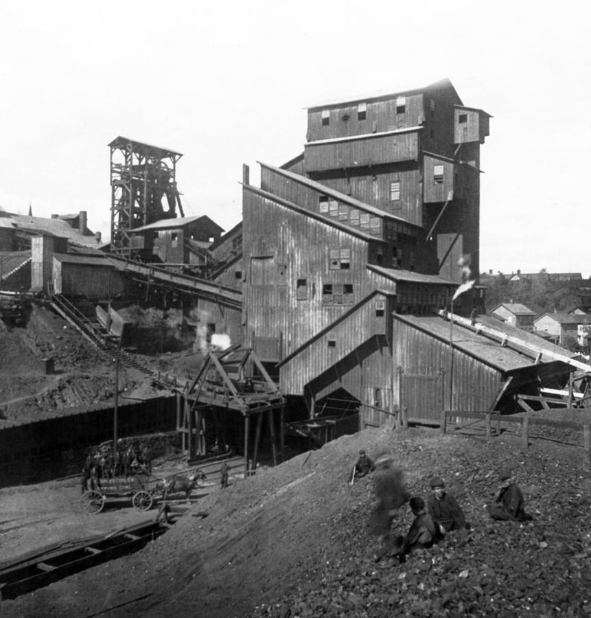 Scranton Pennsylvania Photograph - Scranton Pennsylvania Coal Mining - C 1905 by International  Images