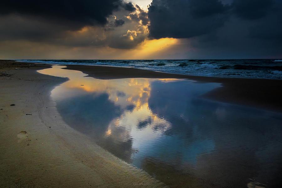 Sea reflections by Gabriel Israel