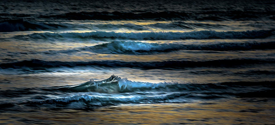 Sea waves after sunset by Gabriel Israel
