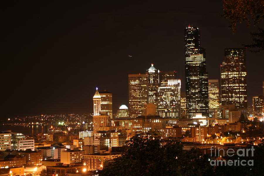 Night Photograph - Seattle At Night by Robert Torkomian