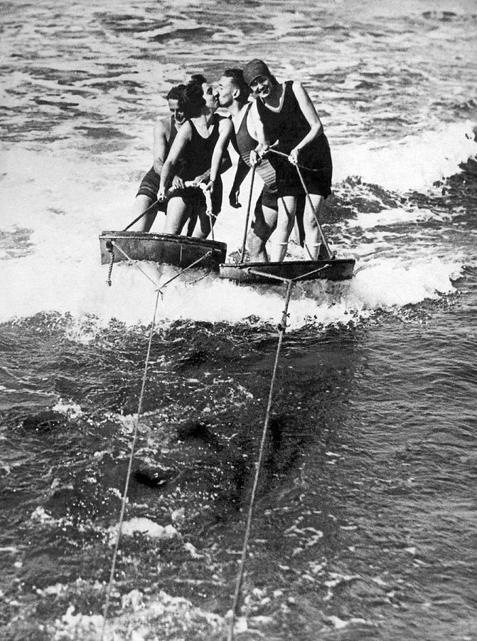 1920s Photograph - Sf Aquaplane Lovers by Underwood Archives