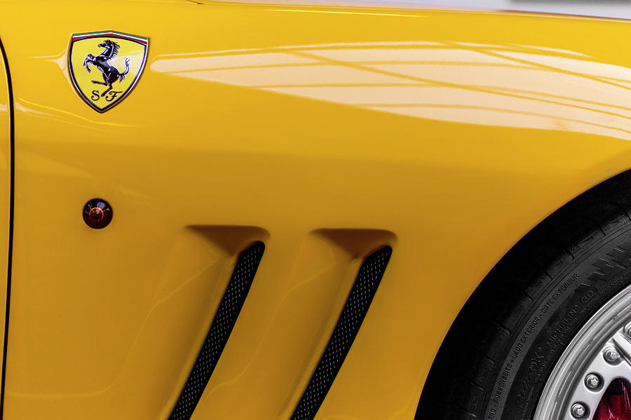 SF Scuderia Ferrari by 2bhappy4ever