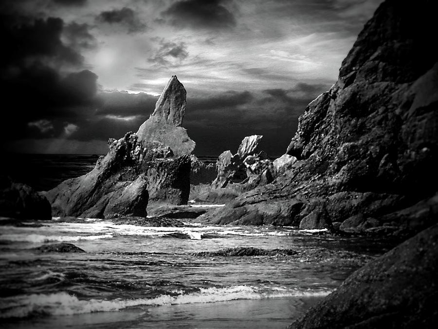 Shi Shi Beach by michaelalonzo kominsky