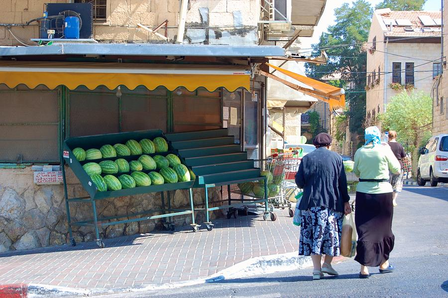 Israel Photograph - Shopping For Shabbat In Jerusalem by Susan Heller
