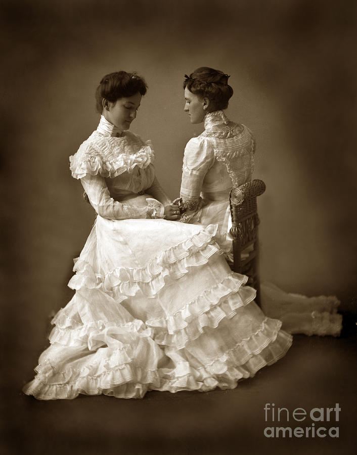 Sisters in white victorian dress mirror image twins 1890 for Mirror twins
