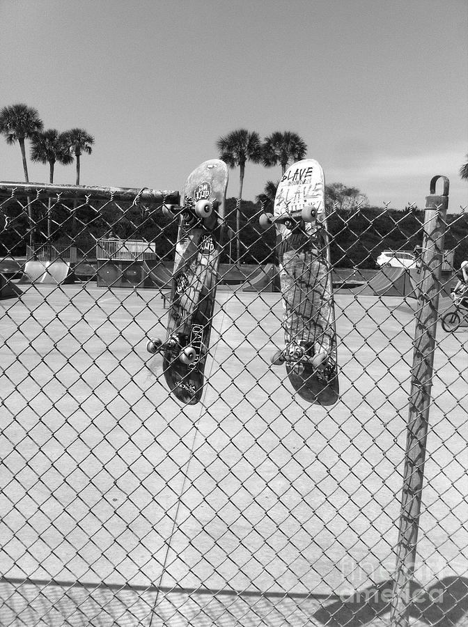 Skateboards hanging out by WaLdEmAr BoRrErO