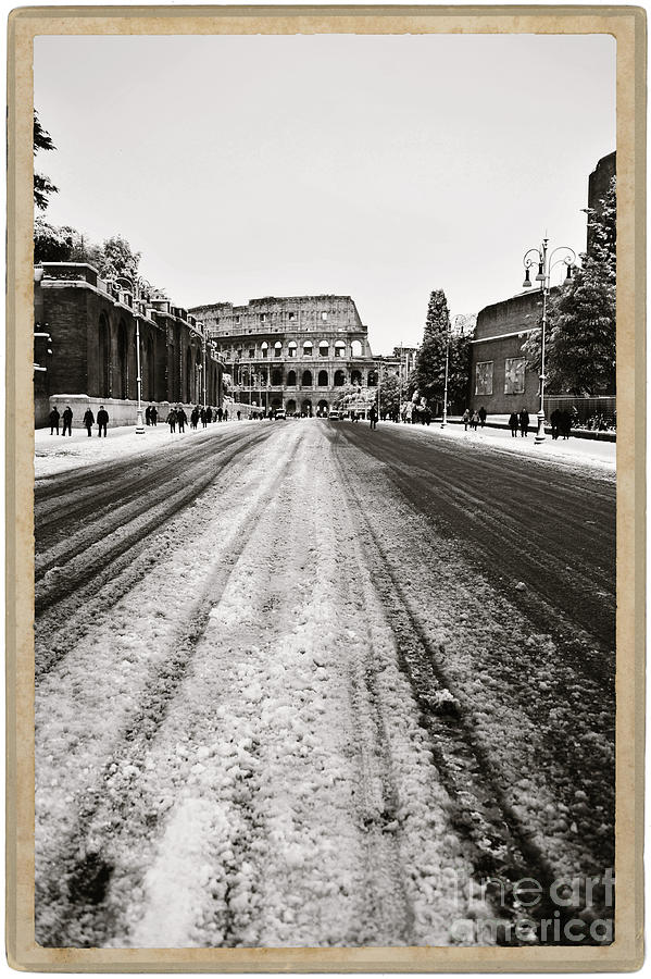 Black And White Photograph - Snow At The Colosseum - Rome by Stefano Senise