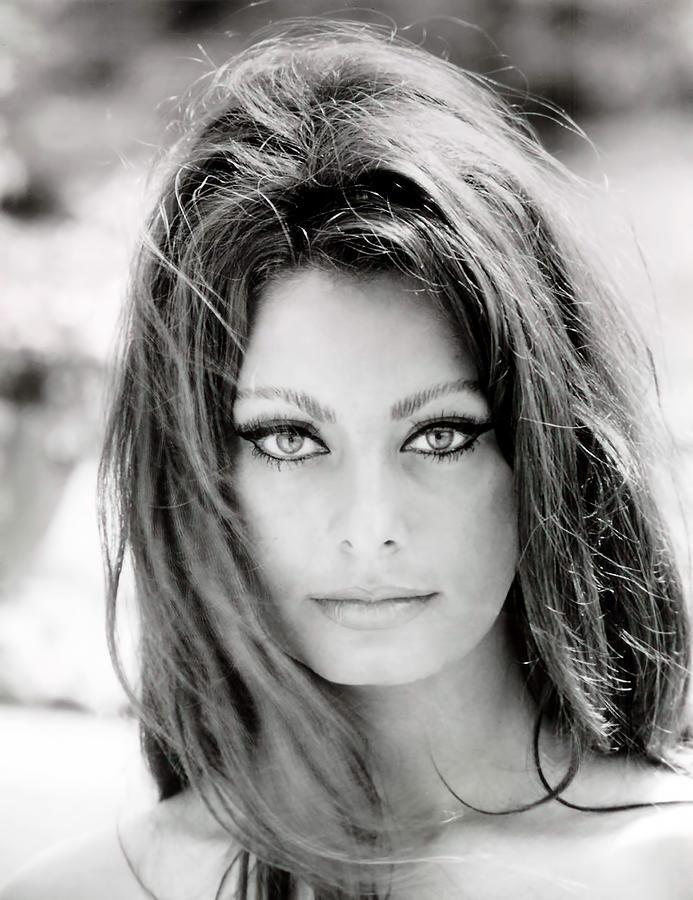 Sophia Loren Photograph - Sophia Loren by Georgia Fowler