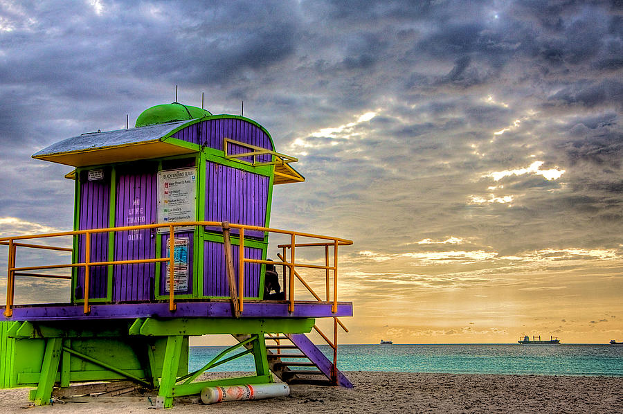 Lifeguard Stand Photograph - South Beach Dawn by William Wetmore