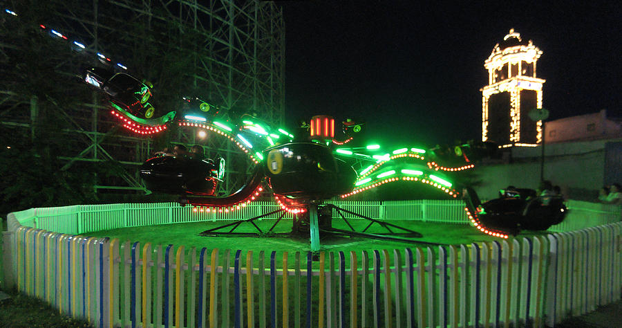 Spider Photograph - Spider Ride At Lakeside Amusement Park by Jeff Schomay