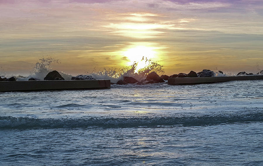 Beach. Photograph - Splash by Todd Rogers
