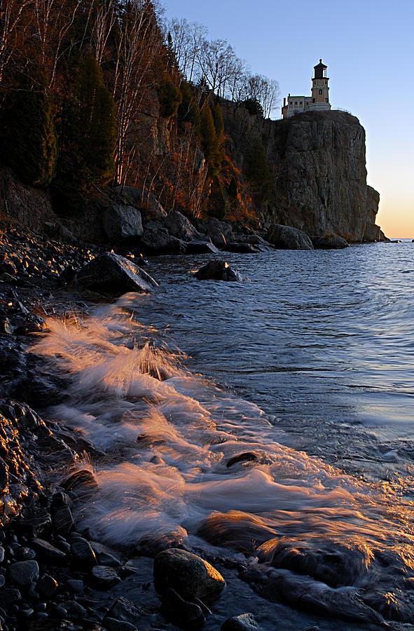 Split Rock Lighthouse Photograph - Split Rock Lighthouse At Dawn by Larry Ricker