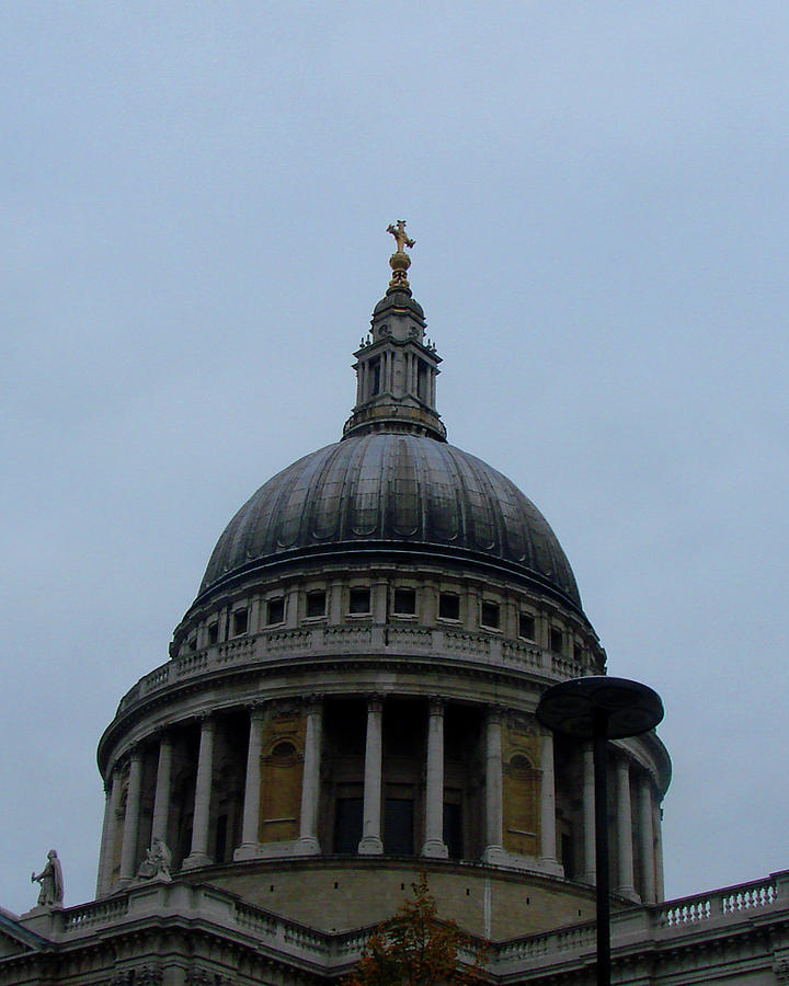 St.paul's Photograph - St. Pauls Cathedral Dome by Misentropy