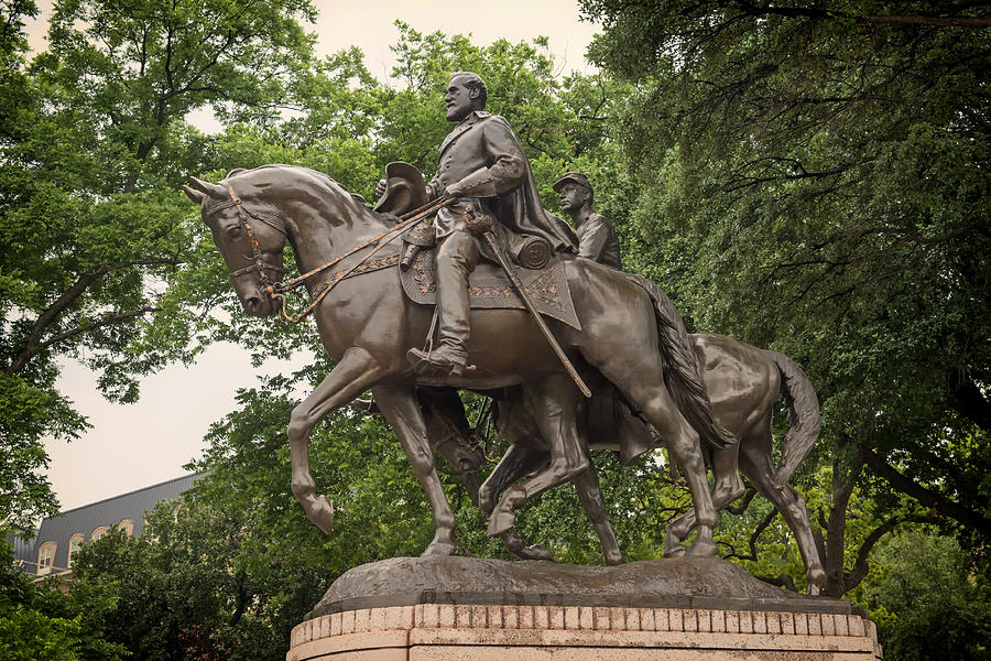 Statue Of General Robert E Lee On His Horse Traveller