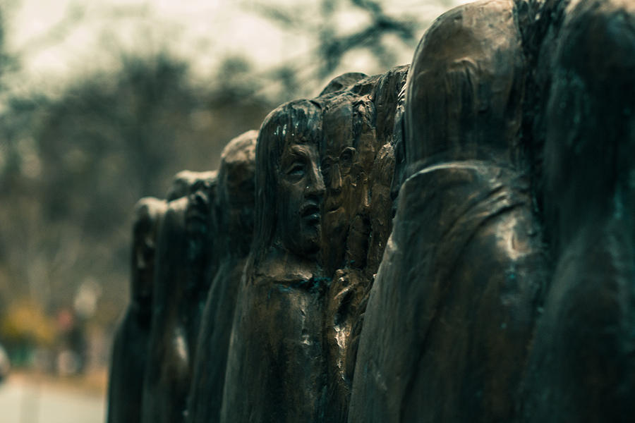 Sculpture Photograph - Statue Of Idle Thought by Terrylknox Magbanua
