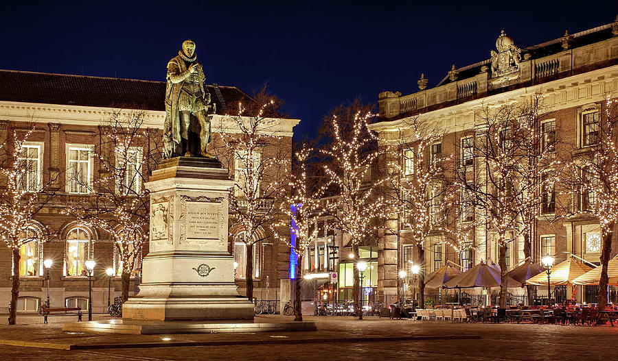 The Hague Photograph - Statue of William of Orange - The Hague by Barry O Carroll