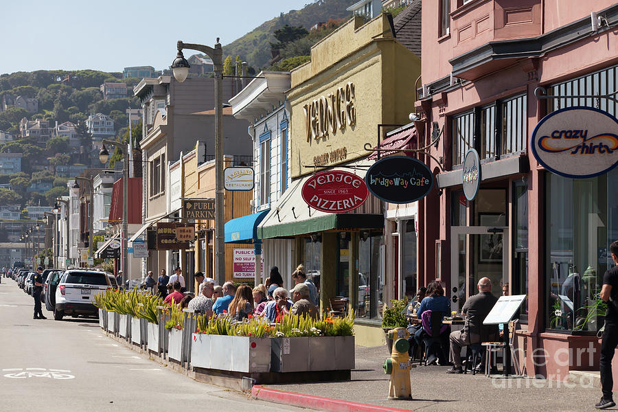 Stores And Restaurants On Bridgeway Sausalito California 5d2890