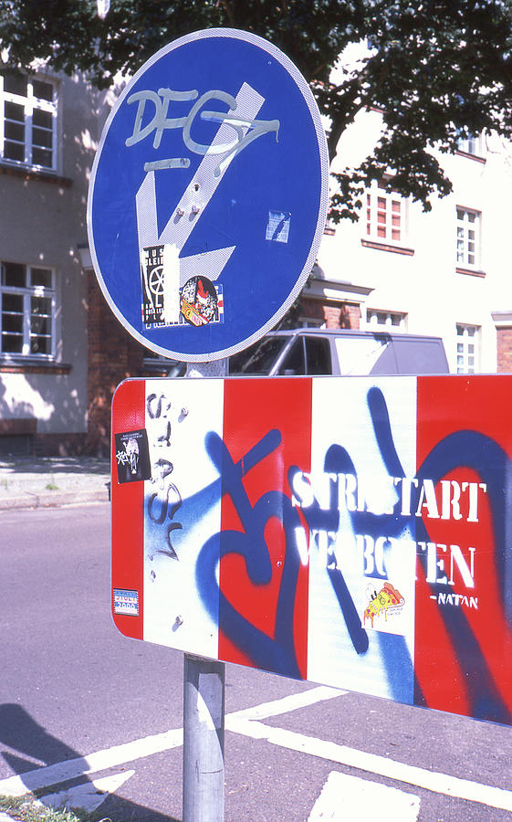 Street Sign Photograph - Street art in street sign by Nacho Vega