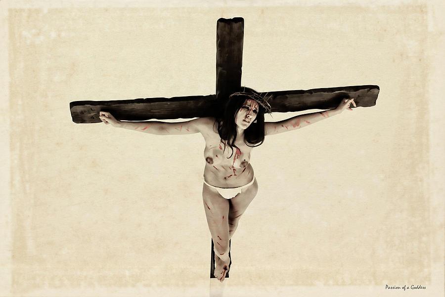 Девушки на кресте картинки