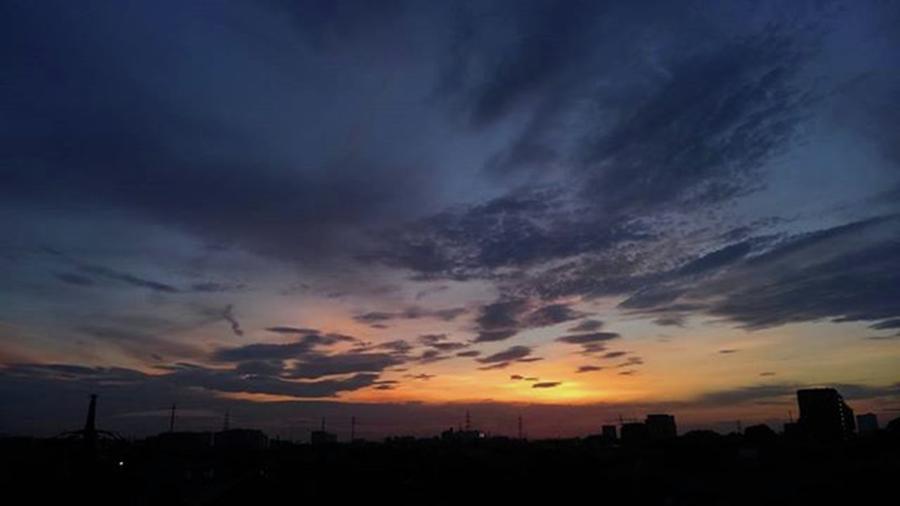 Sundown Photograph - Sundown by Kumiko Izumi