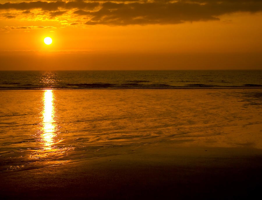 Abstract Photograph - Sunrise Over The Ocean by Svetlana Sewell