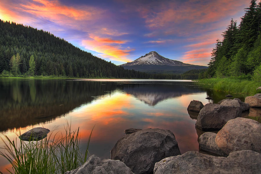 Sunset At Trillium Lake With Mount Hood Photograph By David Gn