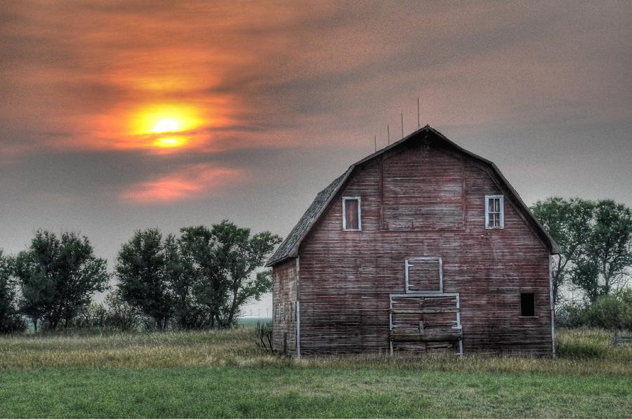 Sunset Barn by Dave Rennie