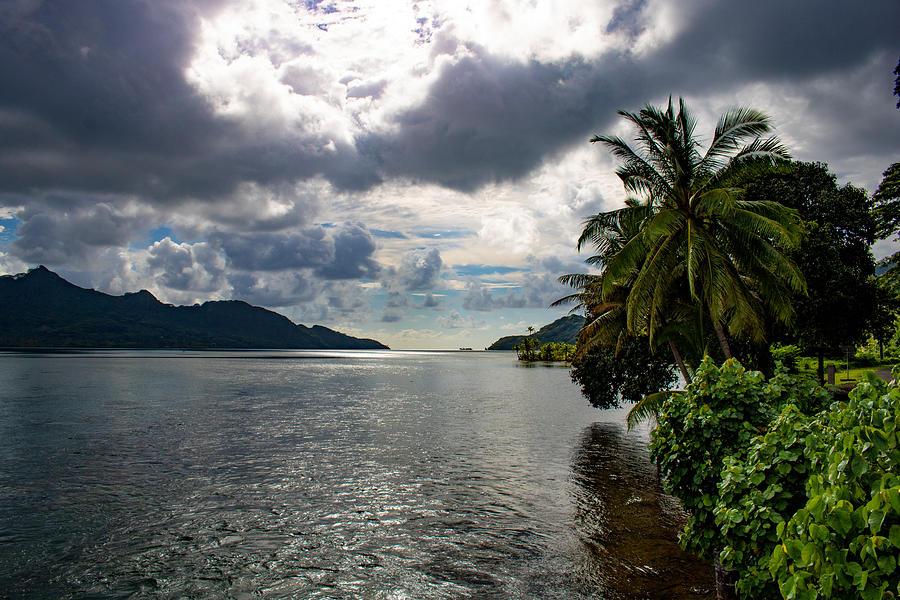 Taha'a Nui and Iti by Martin Naugher
