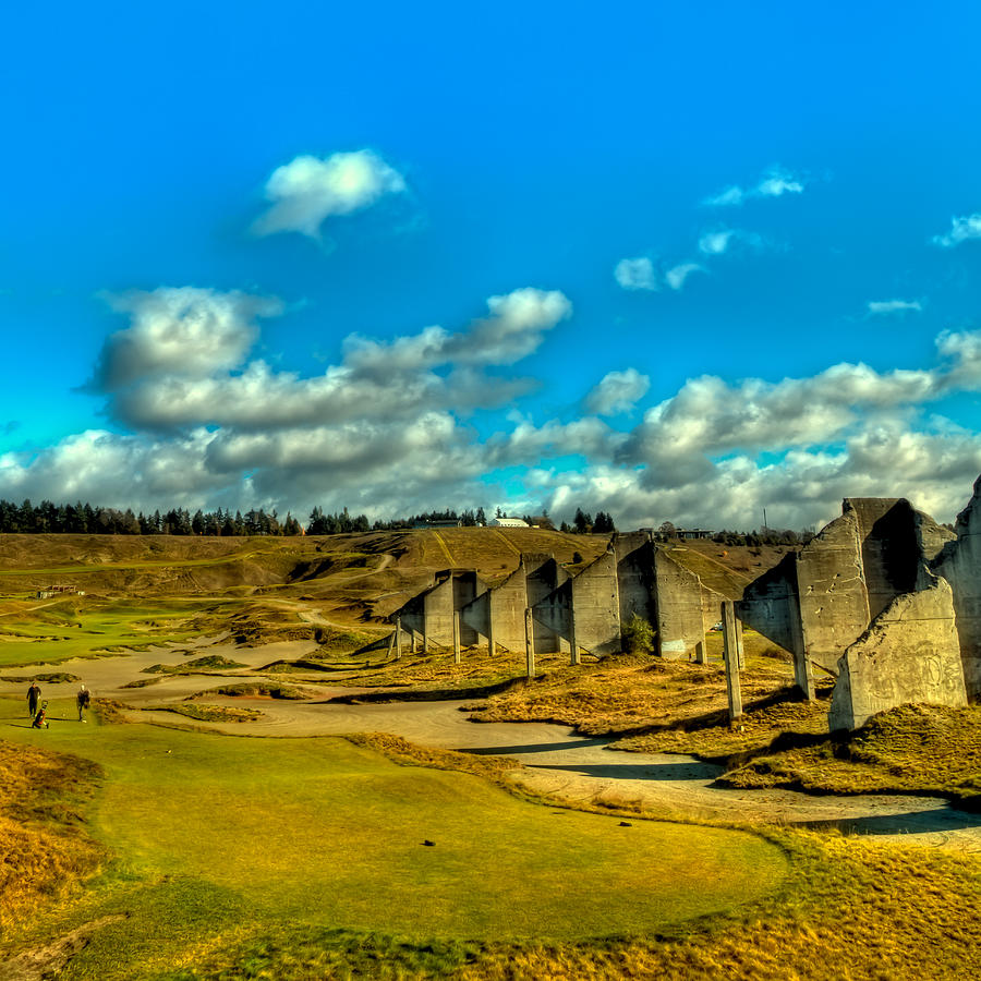 By Chambers: The 18th Hole At Chambers Bay Photograph By David