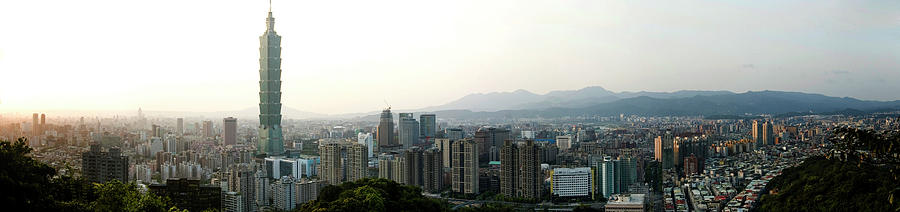 Taipei in Panorama by Andrew Kow