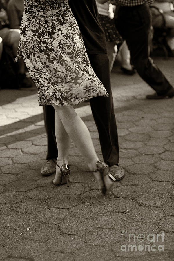 Tango Photograph - Tango In The Park by Leslie Leda