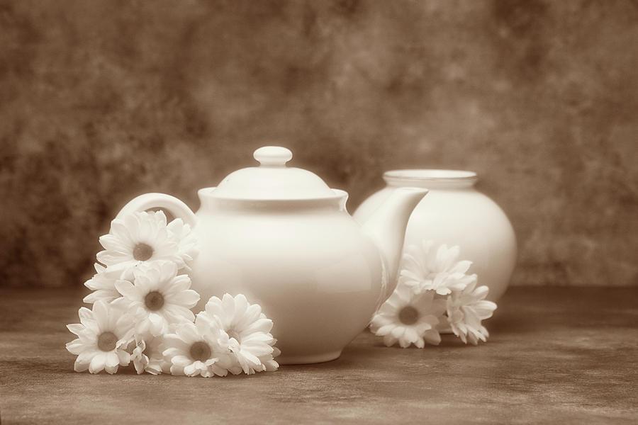 Daisies Photograph - Teapot With Daisies I by Tom Mc Nemar