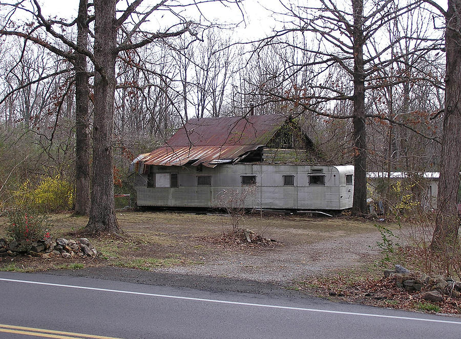 Tennessee Photograph - Tennessee Housetrailer by Randy Muir