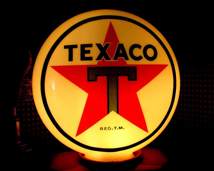 Vintage Gas Pump Photograph - Texaco by Lisa Jayne Konopka
