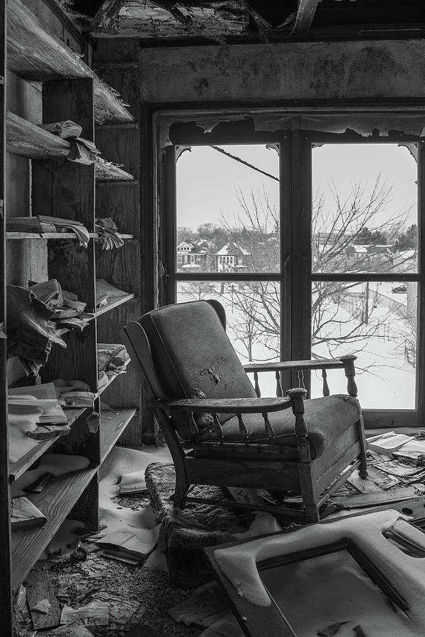 Abandoned Photograph - The Library by Lindy Grasser