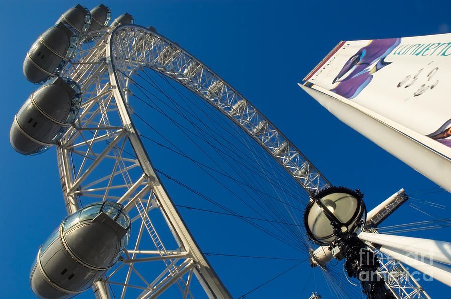 London Eye Photograph - The London Eye by Roberto Herrett