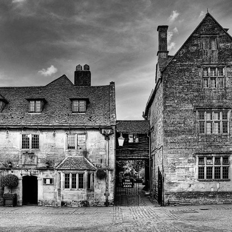 Hotel Photograph - The Lygon Arms, Broadway by John Edwards