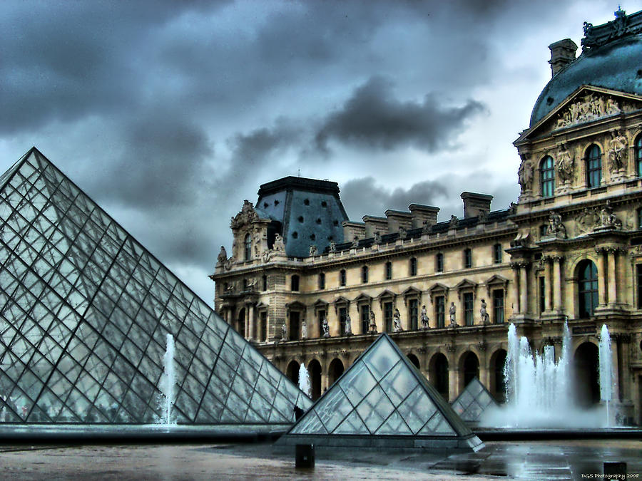 Building Photograph - The Majestic Louvre by Greg Sharpe