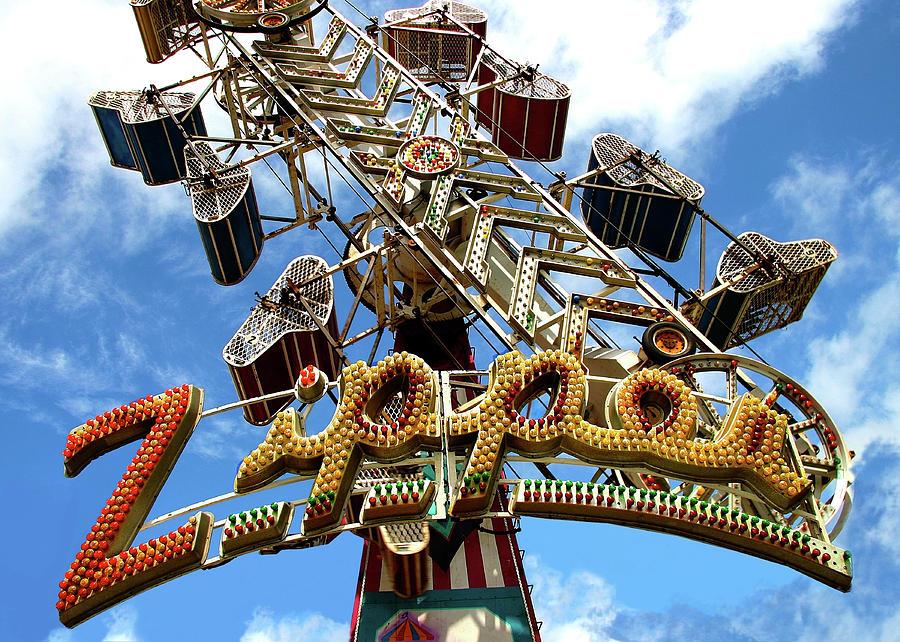 Amusement Photograph - The Zipper by Noel Baebler